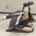 秋元真夏がリアクション芸人目指してゴムパッチンに挑戦!